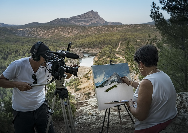 EOS Cézanne – Phil Grabsky filming Monique Faillard at Mont Saint-Victoire ® EXHIBITION ON SCREEN [David Bickerstaff]