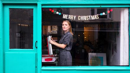 Read Faces of Christmas with Paloma Parrot