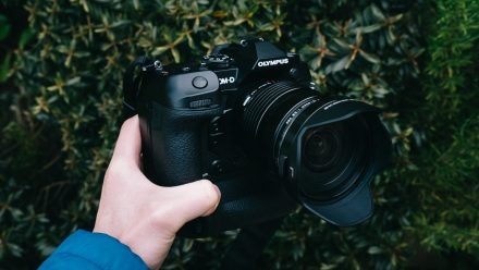 Read Hands On: Olympus OM-D EM-1X – The Underdog of Dual-Grip Cameras?