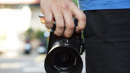 Read STC unveils the Fogrip [Folding Grip] for Sony Full Frame Mirrorless Cameras