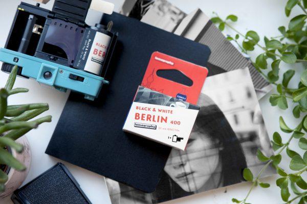 Lomography Berlin Kino Film 35mm B&W ISO 400 lifestyle 2