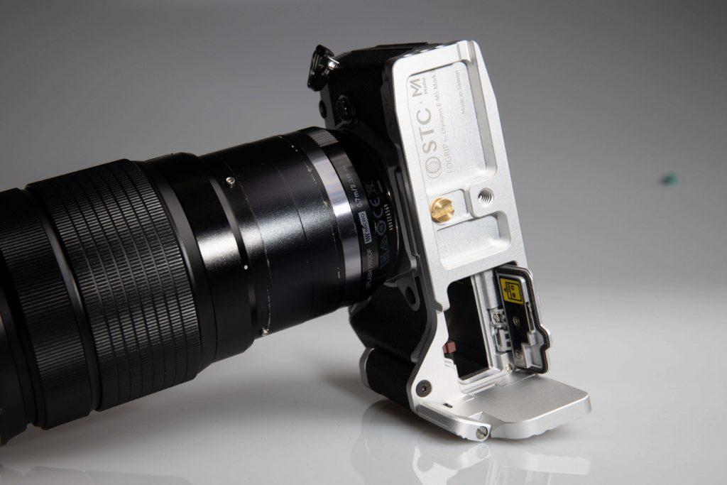 STC Fogrip Olympus OM-D E-M5 Mark III battery access