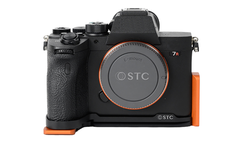 STC Fogrip Sony a7RIV attached