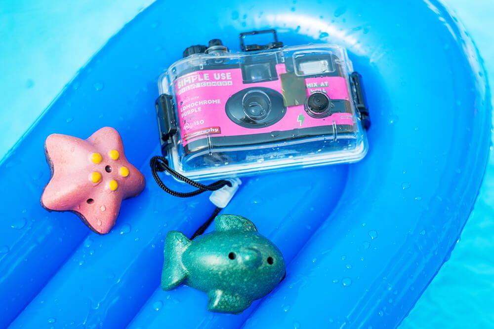 Lomography Underwater Case purple lifestyle 2