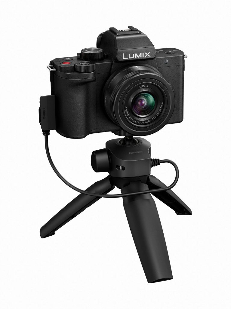 Panasonic LUMIX G100 Kit (G100VEB-K) slant open