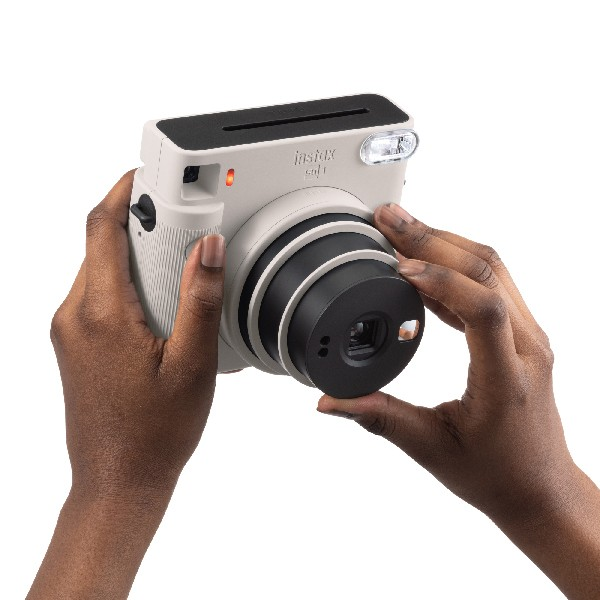 instax SQ1 Chalk White selfie mode